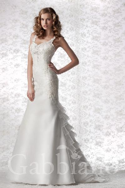 Новый. Новое белоснежное свадебное платье со шлейфом в испанском стиле!!! Размер 42-46 (сзади шнуровка, поэтому может варьировать). Отлично