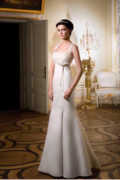 Поэтому очень важно, вне зависимости от того, что выбирают посетительницы салона - скромные свадебные платья