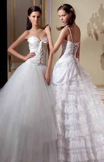 Свадебные наряды всегда вызывают восторг и восхищение не только у публики, но и у коллег-дизайнеров. Всемирно знаменитый российский модельер Вячеслав Зайцев